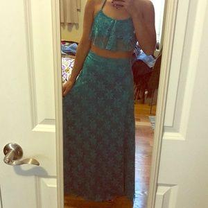 Dresses & Skirts - Beach skirt and halter crop !